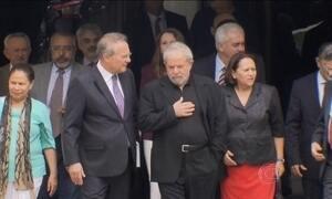 Luiz Inácio Lula da Silva é nomeado ministro-chefe da Casa Civil