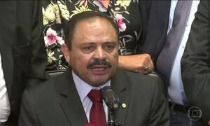 Decisões contraditórias tornam Waldir Maranhão alvo no Congresso
