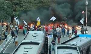 Manifestantes protestam contra o impeachment em vários estados