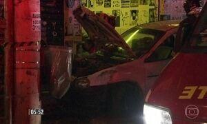 Carro desgovernado atropela 3 pessoas em SP