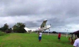 Pilotos praticam piruetas arriscadas nos céus de São Paulo e Minas