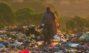 Dois anos após lei que proibiu lixões, problema está longe de uma solução