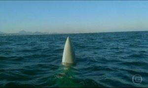 Marinha busca piloto de caça que caiu no mar no RJ
