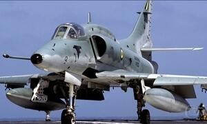 Marinha procura piloto de caça após acidente no litoral do Rio