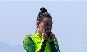 Poliana Okimoto ganha a 1ª medalha de uma mulher brasileira na natação
