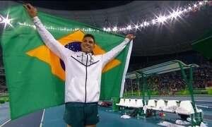 Thiago Braz é ouro no salto com vara e bate recorde olímpico