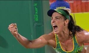 Vôlei de praia do Brasil garante vaga nas finais masculina e feminina