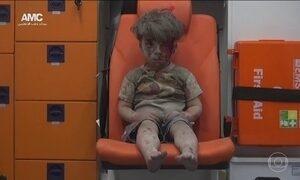 Vídeo registra momento dramático do resgate de crianças na Síria