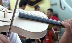 Orquestra usa violinos de PVC na Bahia