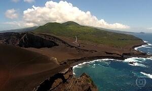 Açores, com 9 ilhas e quase 2 mil vulcões, brotou no meio do oceano