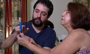 Avó contrata 'neto de aluguel' para falar a mesma língua dos netos