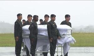 Brasil se emociona na despedida dos mortos na tragédia da Chapecoense