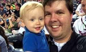 Pai que deixou filho morrer dentro de carro nos EUA pega prisão perpétua
