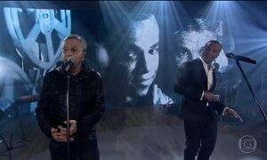 Alexandre Pires e Caetano Veloso se apresentam no palco do Fantástico
