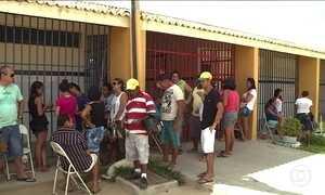 Pais acampam para conseguir vagas para os filhos em escolas de Petrolina