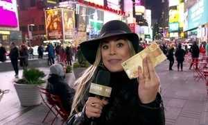 Naiara Azevedo troca '50 Reais' por 15 dólares e vai comprar em Nova York