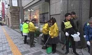 Japoneses trabalham unidos para uma cidade mais limpa