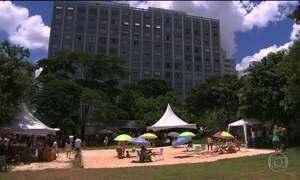 Praia urbana no meio da cidade de São Paulo é novo lazer do paulistano