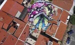 Balão de quase 50 metros de altura cai sobre 6 casas em Campinas (SP)