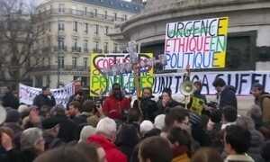 Franceses batem panelas em protesto contra a corrupção na classe política