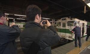 Moradores de cidade japonesa dão adeus a um velho amigo