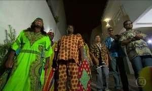 Grupo de angolanos cegos que veio ao Brasil há 15 anos continua junto