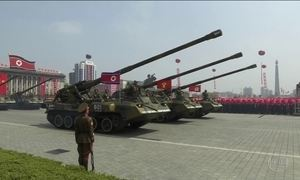 Coreia do Norte faz parada militar em meio à tensão com os EUA