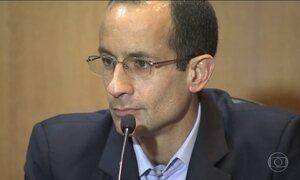 Delatores mostram documentos para comprovar denúncias