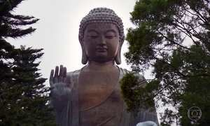 Estátua do Buda Gigante, no alto de montanha, é orgulho de Hong Kong