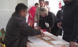 França terá candidatos de centro e da extrema-direita no segundo turno