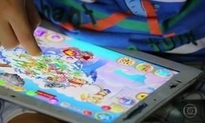 Especialistas alertam para o risco de transformar tablet em babá