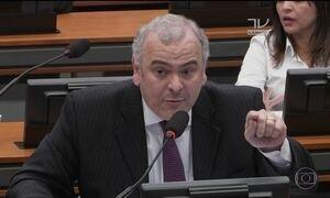 Deputados alternam na CCJ falas a favor e contra denúncia contra Temer