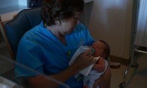 Hospital da Flórida cria programa para dar carinho a bebês internados