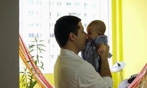 Chegada de bebê causa revolução no cérebro dos homens, dizem estudos