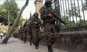 Polícia e Forças Armadas fazem operação contra o tráfico no Rio