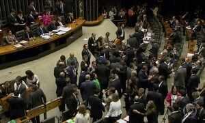 Câmara barra denúncia contra Michel Temer; veja como votou cada deputado