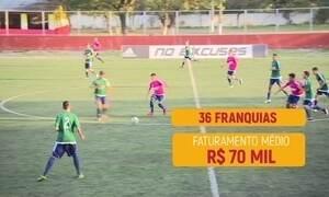 Franquia junta futebol e aulas de inglês para mandar atletas pro exterior