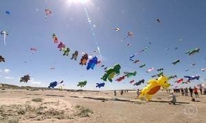 Festival de pipas gigantes colore o céu da Dinamarca uma vez por ano
