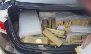 Quadrilha que transportava carros roubados e drogas é presa no Paraná