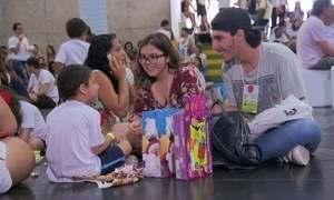 Pais transformam dor de perder o filho em projeto para ajudar crianças