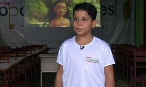 Menino de 8 anos monta cinema para crianças carentes no Acre
