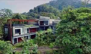 Construção de luxo com 22 quartos fica no meio da floresta no Equador
