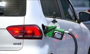 Preço da gasolina contraria inflação baixa e sobe 25% em seis meses