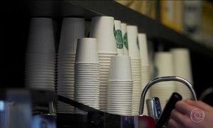 Parlamento do Reino Unido quer cobrar por uso de copinhos de café