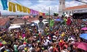 No Recife, a Terça-Feira Gorda tem arrastão de frevo e bonecos gigantes
