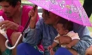 Agentes vacinam venezuelanos contra sarampo em Boa Vista (RR)