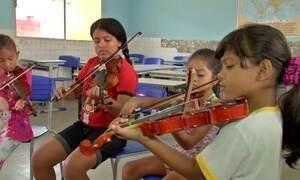 Associação ensina música e canto para crianças e adolescentes