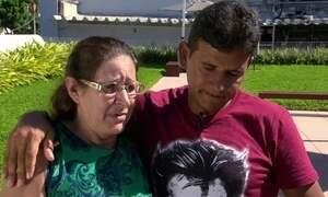Mãe e filho têm reencontro emocionante graças a policial