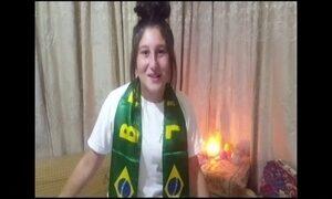Menina que descreveu sofrimento da família na Síria comove brasileiros