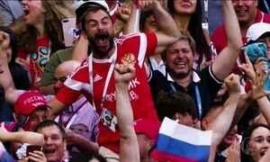 Anfitriã Rússia enfrenta Croácia dividida entre pressão e euforia